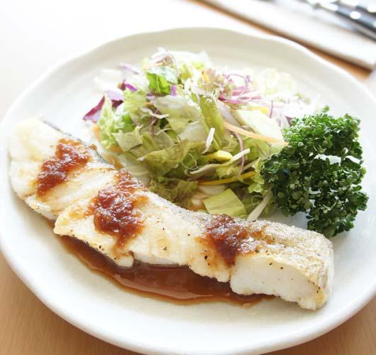 白身魚のソテーザクロソース