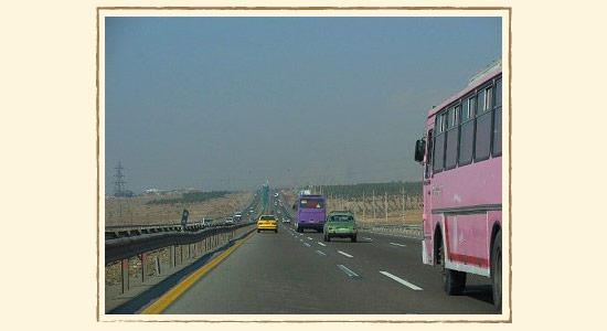 どこまでも続くイランの高速道路