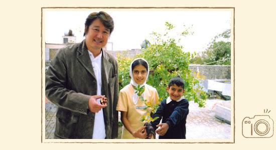 イランの子どもたちと記念撮影