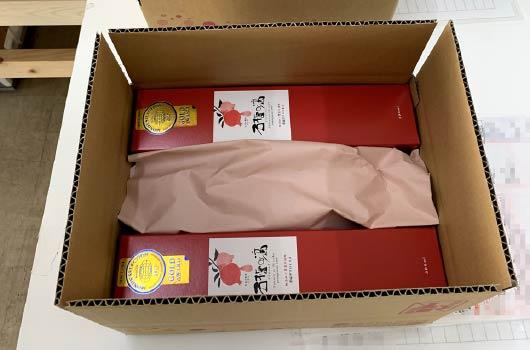 ザクロのしずくが箱の中に入っています