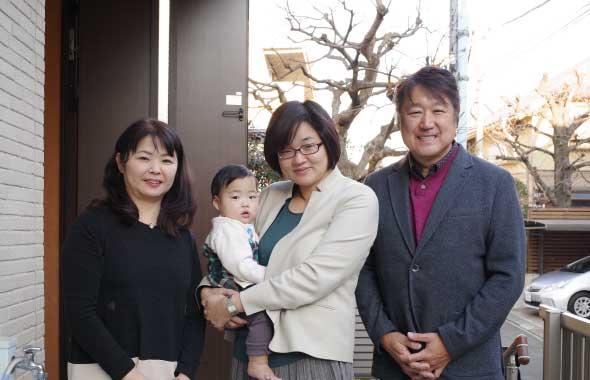ザクロのしずくご飲用の木村様ご家族様とザクロ伝道師とザクロ屋スタッフ